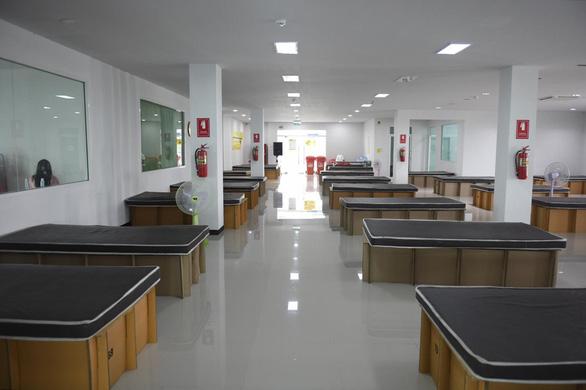 Lo vỡ trận y tế, Bangkok gấp rút xây nhiều bệnh viện dã chiến - Ảnh 1.