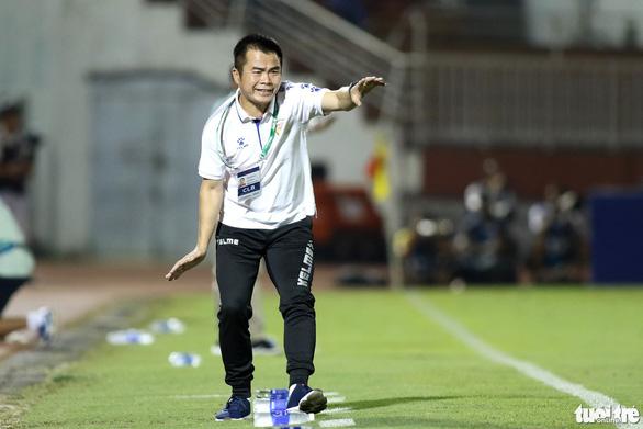 Thủ môn CLB Sài Gòn cứu thua khiến HLV CLB Hà Tĩnh muốn đuổi ngoại binh - Ảnh 5.