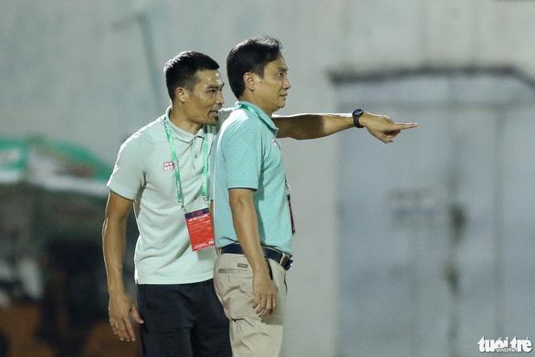 Thủ môn CLB Sài Gòn cứu thua khiến HLV CLB Hà Tĩnh muốn đuổi ngoại binh - Ảnh 7.