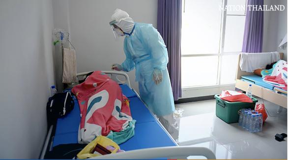 Lo vỡ trận y tế, Bangkok gấp rút xây nhiều bệnh viện dã chiến - Ảnh 4.