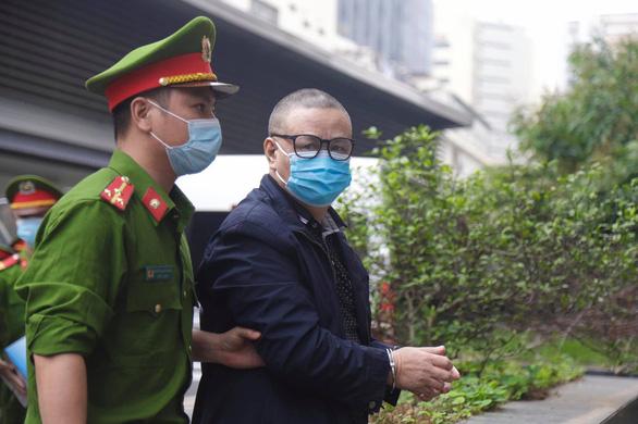 Sáng nay 12-4, 19 bị cáo gây thiệt hại lớn tại dự án Gang thép Thái Nguyên hầu tòa - Ảnh 3.