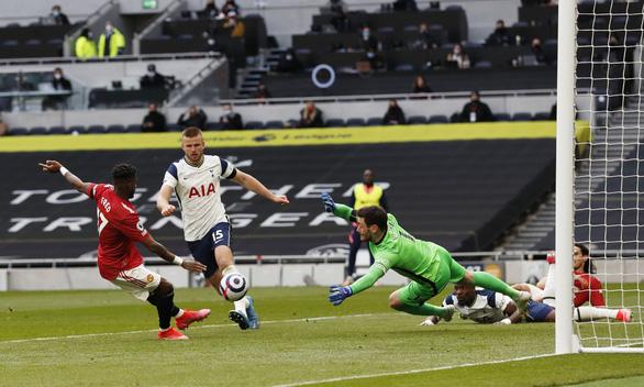 Bùng nổ hiệp 2, Man Utd xử đẹp Tottenham - Ảnh 3.