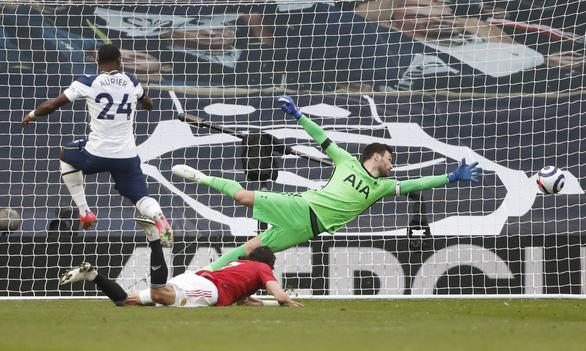 Bùng nổ hiệp 2, Man Utd xử đẹp Tottenham - Ảnh 4.