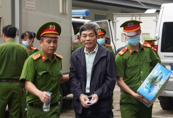 Sáng nay 12-4, 19 bị cáo gây thiệt hại lớn tại dự án Gang thép Thái Nguyên hầu tòa - Ảnh 2.