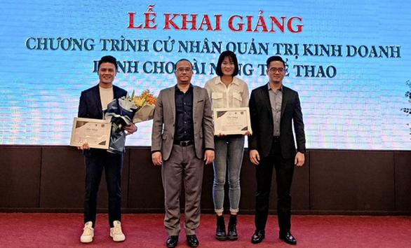 Quang Hải trở thành sinh viên Trường ĐH Kinh tế - Ảnh 1.