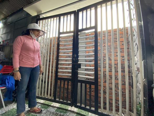 Bực tức hàng xóm cứ lên Facebook chửi rủa, xây tường rào chắn luôn cổng nhà - Ảnh 4.