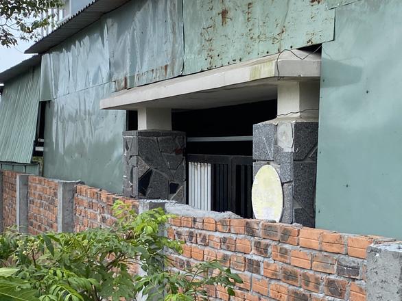 Bực tức hàng xóm cứ lên Facebook chửi rủa, xây tường rào chắn luôn cổng nhà - Ảnh 7.