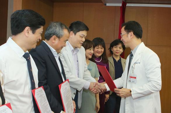 Bệnh viện Bạch Mai phủ nhận thông tin giám đốc Bệnh viện bị bắt - Ảnh 1.