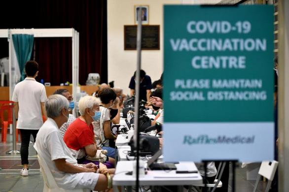 Người tiêm vắc xin COVID-19 sẽ không hắt xì làm văng hạt dịch chứa virus - Ảnh 1.