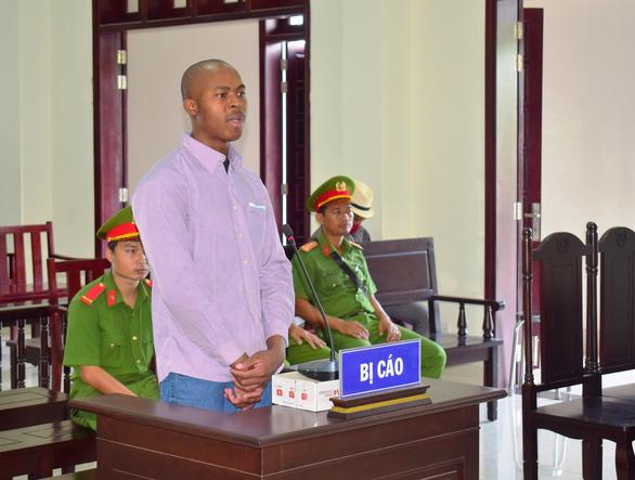 Tuyên tử hình một người Nigeria chuyển 3kg ma túy từ Campuchia vào Việt Nam - Ảnh 1.