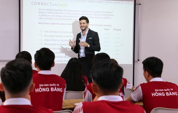 Tăng cường khóa học thực tế doanh nghiệp và chương trình đào tạo 100% tiếng Anh - Ảnh 2.