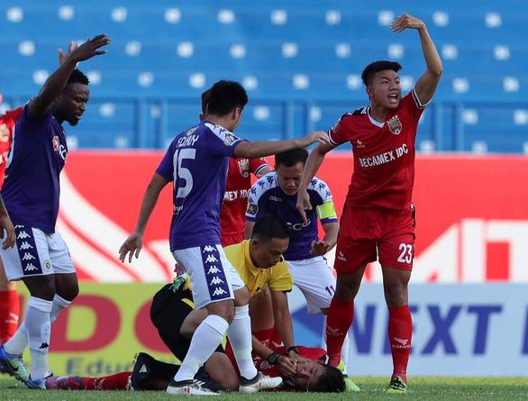 Hiểm họa nuốt lưỡi do va chạm trong bóng đá: Sơ cứu đúng có thể cứu được nạn nhân - Ảnh 3.