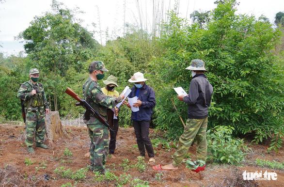 Tuần tra xuyên rừng sâu khóa đường mòn, lối mở ngăn dịch xâm nhập - Ảnh 2.