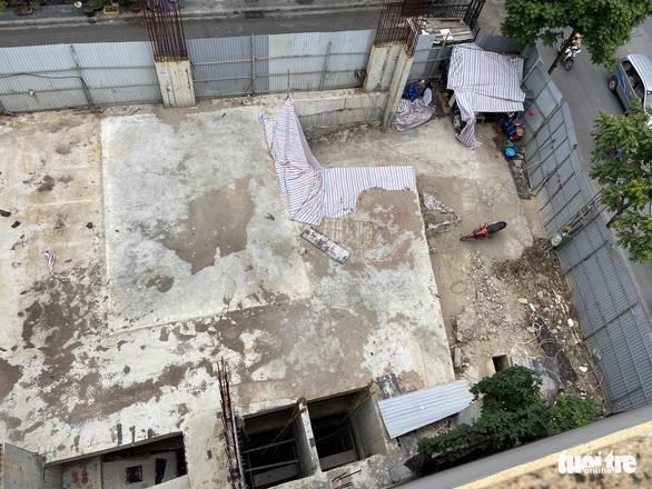 Vụ nhà phố 4 tầng hầm: Hơn 6 tháng qua Hà Nội vẫn chưa trả lời dân - Ảnh 2.