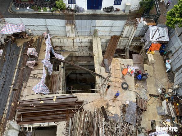 Vụ nhà phố 4 tầng hầm: Hơn 6 tháng qua Hà Nội vẫn chưa trả lời dân - Ảnh 1.