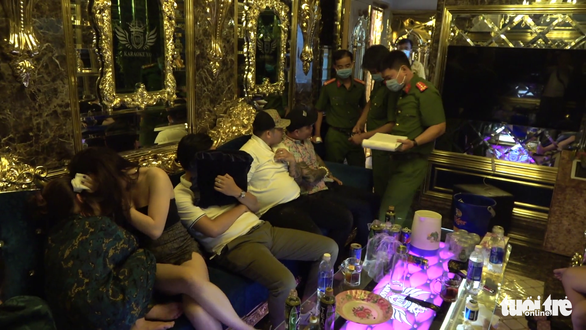 Phát hiện 22 người dương tính với ma túy tại quán karaoke X.O - Ảnh 1.