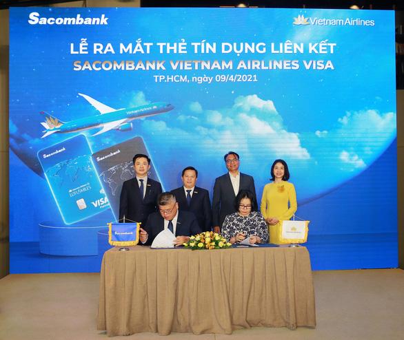 Sacombank hợp tác với Vietnam Airlines ra mắt thẻ tín dụng quốc tế - Ảnh 1.