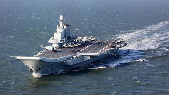 2 tàu sân bay Trung Quốc cùng ở Biển Đông - Ảnh 1.