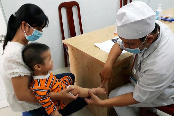 Bệnh tay chân miệng ở Đồng Nai tăng 4-5 lần, nhiều ca trở nặng - Ảnh 1.