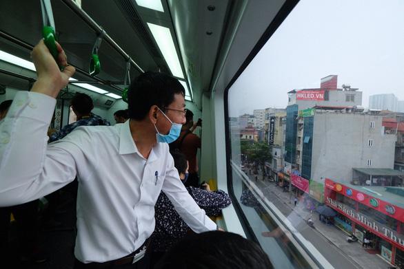 Bố trí 59 tuyến xe buýt, 65 điểm dừng kết nối đường sắt Cát Linh - Hà Đông - Ảnh 1.