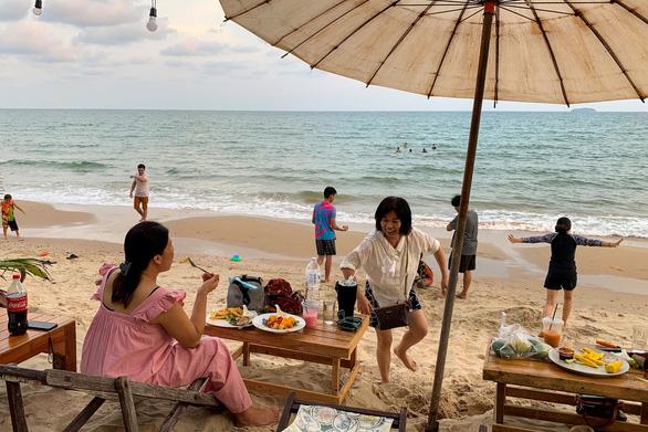 Tết cổ truyền Thái Lan: đường phố khắp nước vắng lặng, không té nước - Ảnh 10.