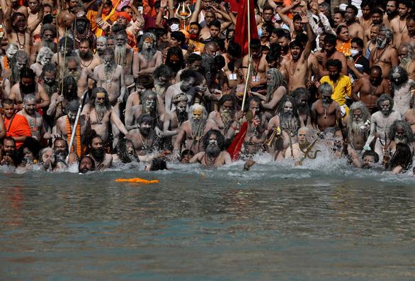 Tham gia lễ hội ở sông Hằng, hơn 1.000 người cùng thành phố mắc COVID-19 - Ảnh 2.