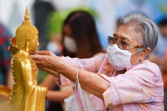 Tết cổ truyền Thái Lan: đường phố khắp nước vắng lặng, không té nước - Ảnh 7.