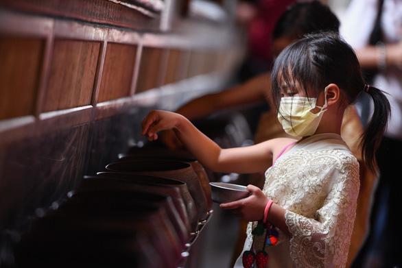 Tết cổ truyền Thái Lan: đường phố khắp nước vắng lặng, không té nước - Ảnh 6.
