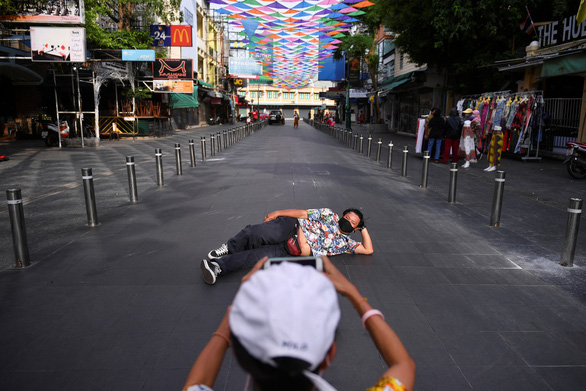 Tết cổ truyền Thái Lan: đường phố khắp nước vắng lặng, không té nước - Ảnh 1.