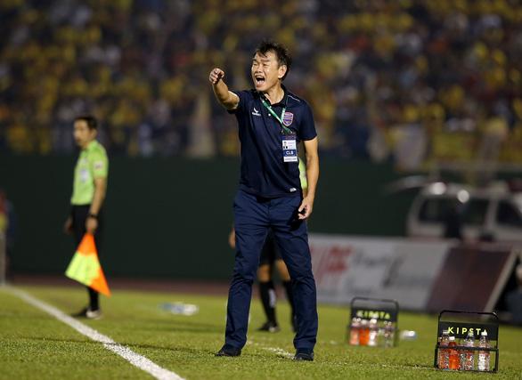 Bị thiếu máu cơ tim, HLV Phan Thanh Hùng xin nghỉ CLB B.Bình Dương - Ảnh 1.