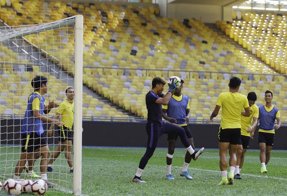 Tuyển Malaysia xin được tiêm vắc xin COVID-19 trước khi đá vòng loại World Cup 2022 - Ảnh 1.
