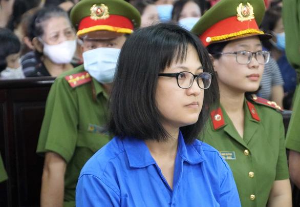 Hàng trăm nạn nhân vây quanh 1 bị cáo vụ lừa đảo tại Công ty Sao Vàng - Ảnh 1.