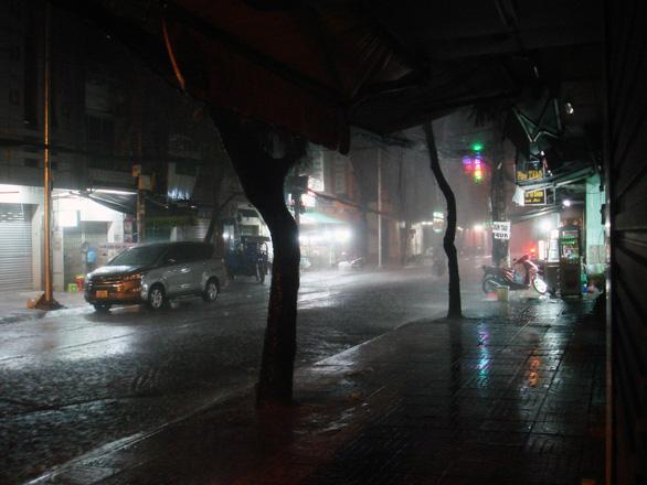 Nam Bộ, TP.HCM đang mưa chuyển mùa, có nơi đã mưa lớn kỷ lục thứ 2 từ năm 1978 - Ảnh 2.
