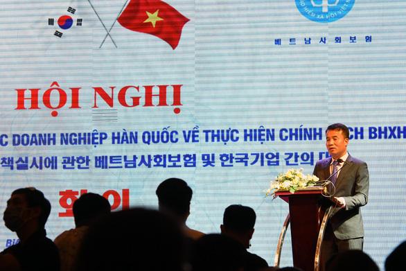 Rào cản ngôn ngữ làm khó người nước ngoài khám chữa bệnh BHYT - Ảnh 1.