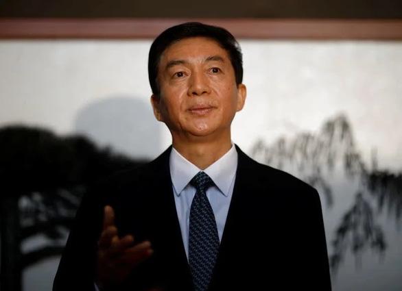 Quan chức Trung Quốc tại Hong Kong dọa cho các thế lực nước ngoài một bài học - Ảnh 1.