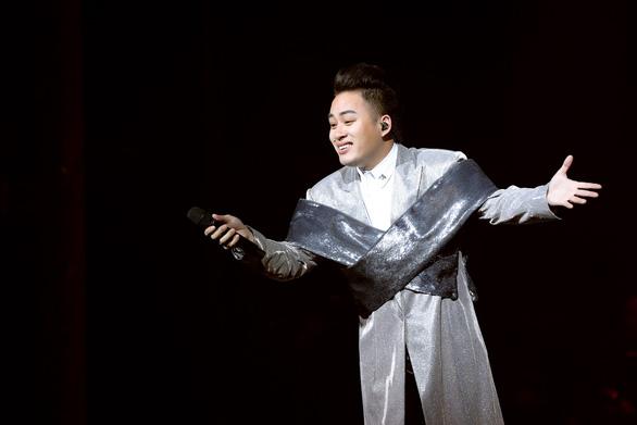 Ca sĩ Tùng Dương kêu gọi hơn 3 tỉ ủng hộ TP.HCM chống dịch