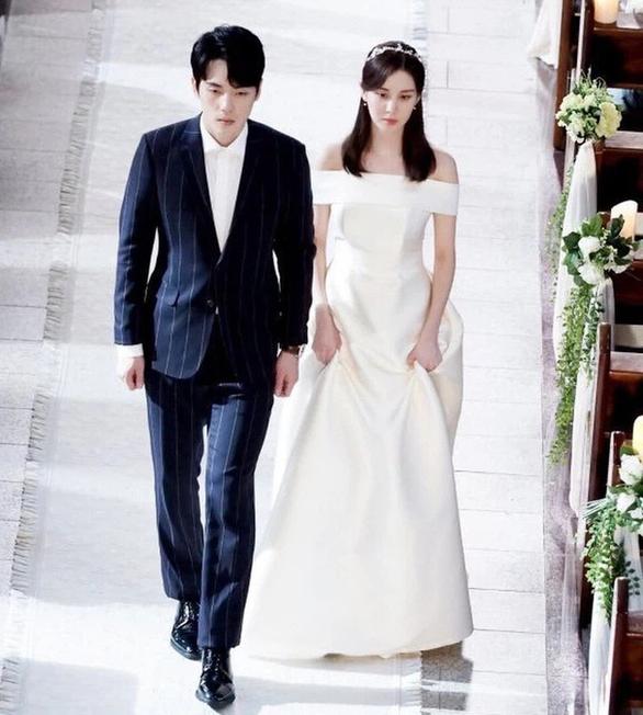 Seo Ye Ji - sao Hàn bị hủy hoại danh tiếng vì bê bối thao túng bạn trai - Ảnh 5.