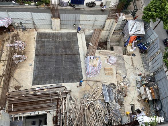 Vụ 'nhà phố 4 tầng hầm': Tại sao quận Ba Đình không được cấp phép xây dựng trên đường Trần Phú? - Ảnh 1.