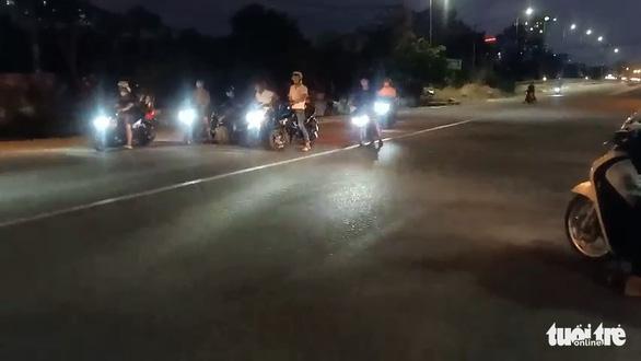 Quái xế lại chặn đường đua xe ở TP Thủ Đức - Ảnh 5.