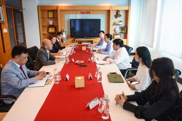 Tổng lãnh sự Hàn Quốc Kang Myong-il thăm báo Tuổi Trẻ - Ảnh 2.
