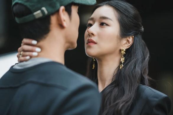 Seo Ye Ji - sao Hàn bị hủy hoại danh tiếng vì bê bối thao túng bạn trai - Ảnh 1.