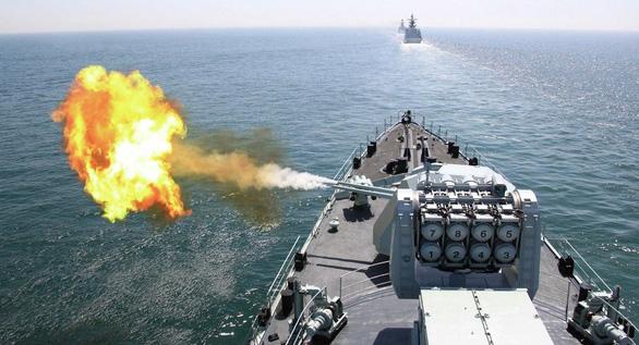 Phái đoàn Mỹ thăm Đài Loan, Trung Quốc công bố tập trận bắn đạn thật - Ảnh 1.
