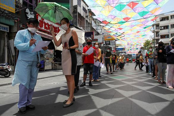 COVID-19 tăng ở Thái Lan, cảnh báo lên tới 10.000 - 20.000 ca một ngày - Ảnh 1.