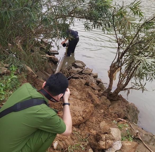 Phát hiện thêm 1 cơ sở chế biến lâm sản xả thải xuống sông Mã, cá tiếp tục chết - Ảnh 1.