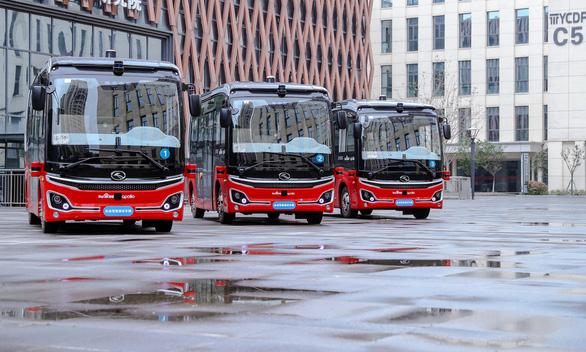 Trung Quốc mở dịch vụ xe buýt tự lái đầu tiên, dưới 18 tuổi không được đi 1 mình - Ảnh 1.