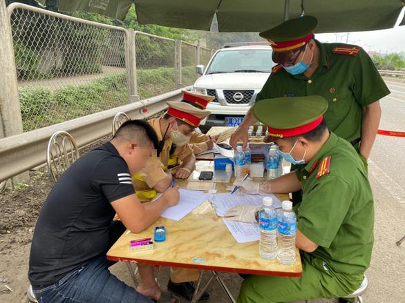 4 tài xế dương tính ma túy, say rượu trên cao tốc Hà Nội - Thái Nguyên - Ảnh 1.