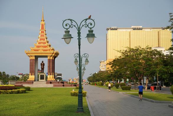 Thủ đô Phnom Penh trước nguy cơ phong tỏa dài hạn - Ảnh 2.