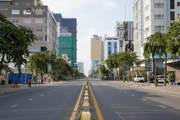 Thủ đô Phnom Penh trước nguy cơ phong tỏa dài hạn - Ảnh 1.