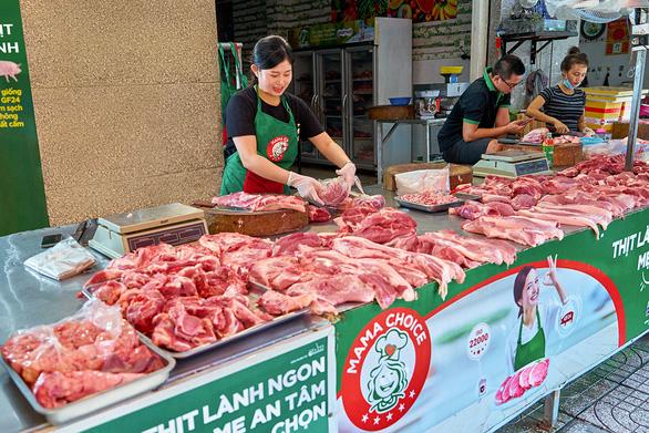 Đi chợ truyền thống vẫn có thể mua được thịt lành, ngon - Ảnh 1.