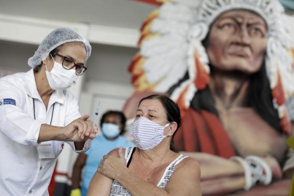 Nhiều trẻ em ở Brazil tử vong vì COVID-19 - Ảnh 1.